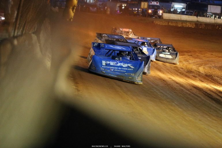 Don O'Neal leads at Cherokee Speedway 2091