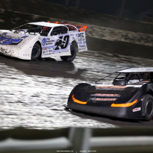 Jonathan Davenport and Ricky Weiss at I-80 Speedway 4429
