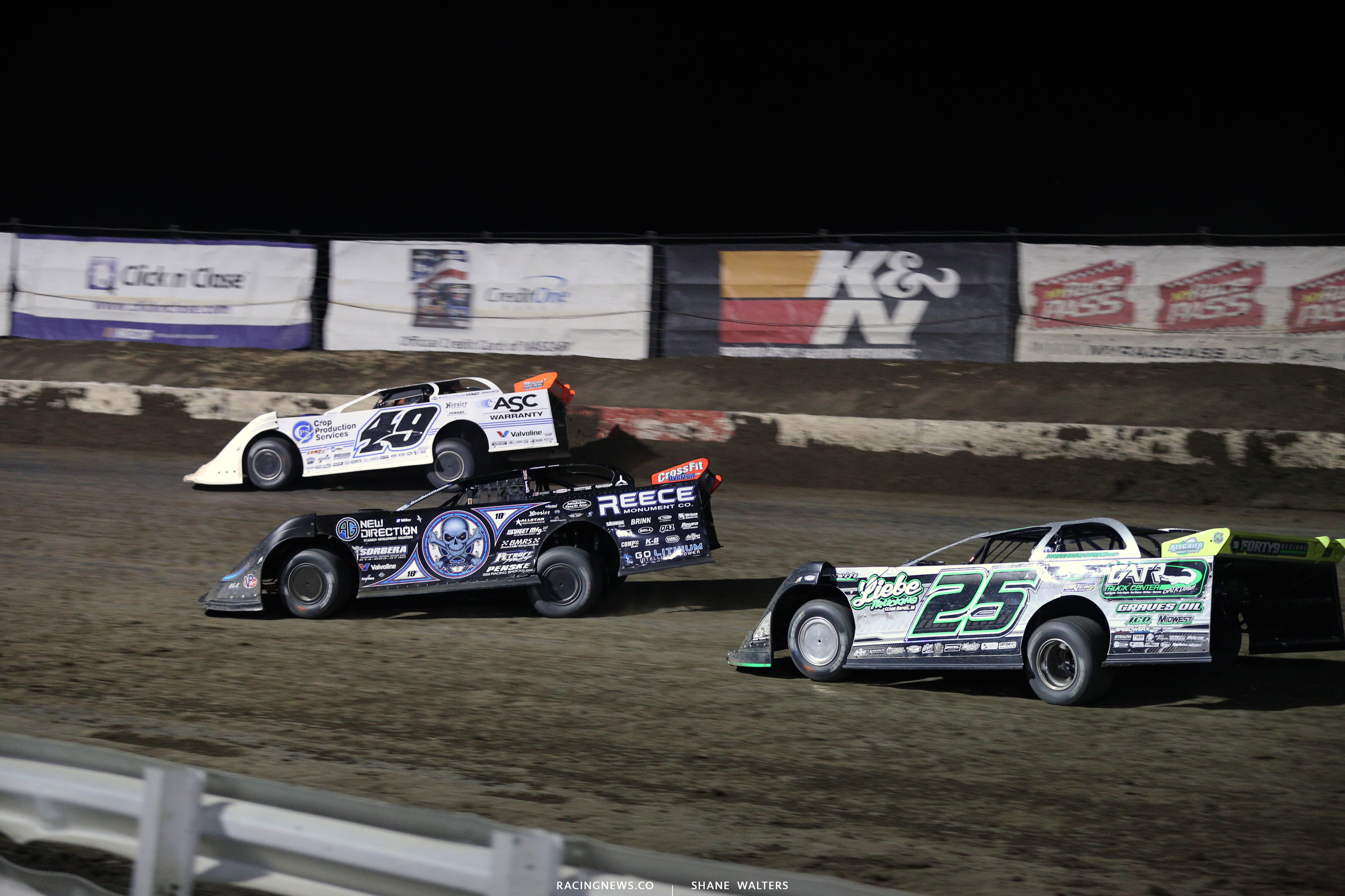 Jonathan Davenport and Scott Bloomquist at I-80 Speedway 3904
