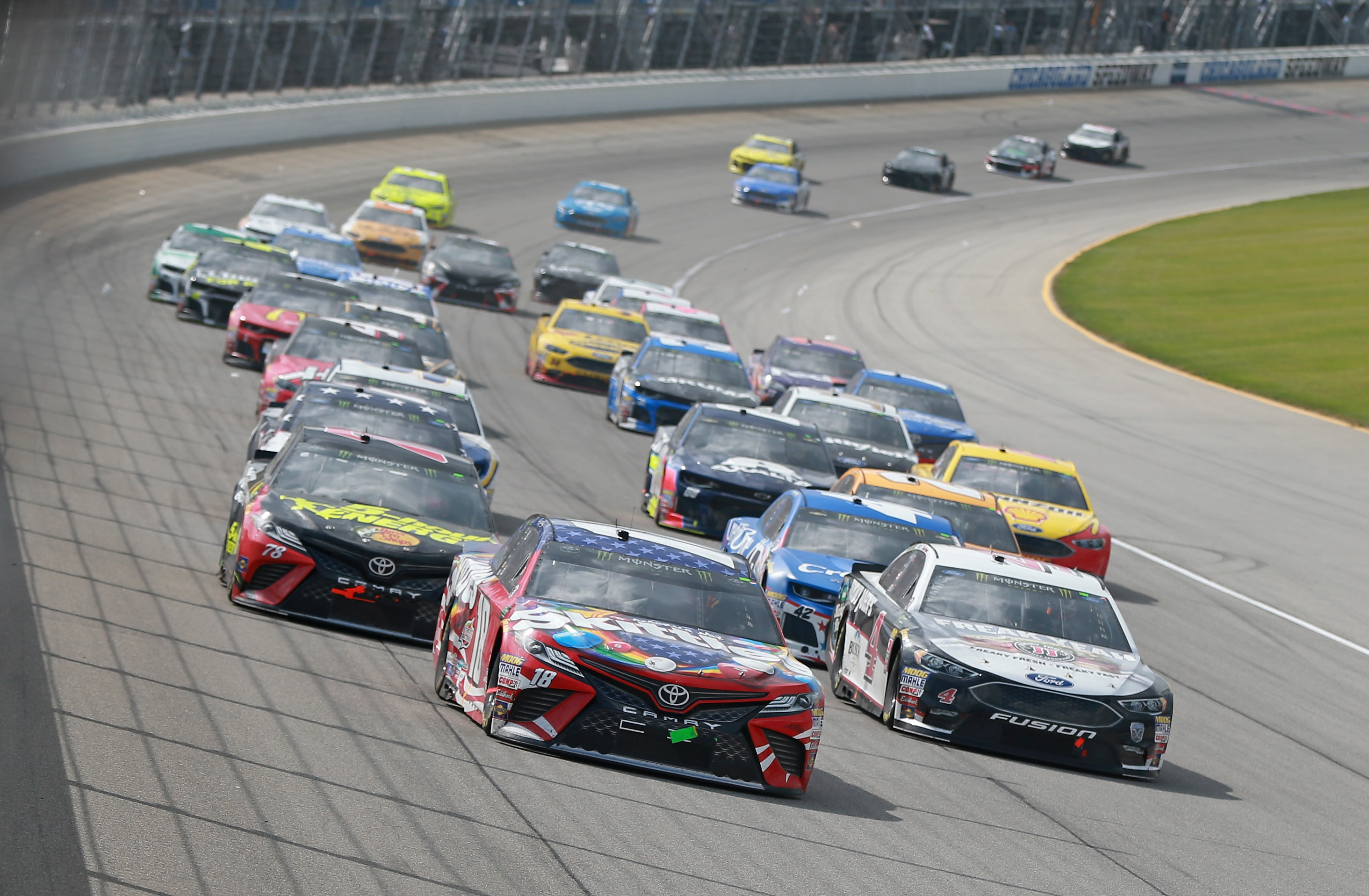 Kyle Busch, Kevin Harvick, Martin Truex Jr at Chicagoland Speedway