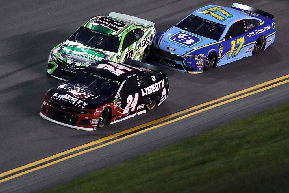 Ricky Stenhouse Jr turns Kyle Busch at Daytona International Speedway