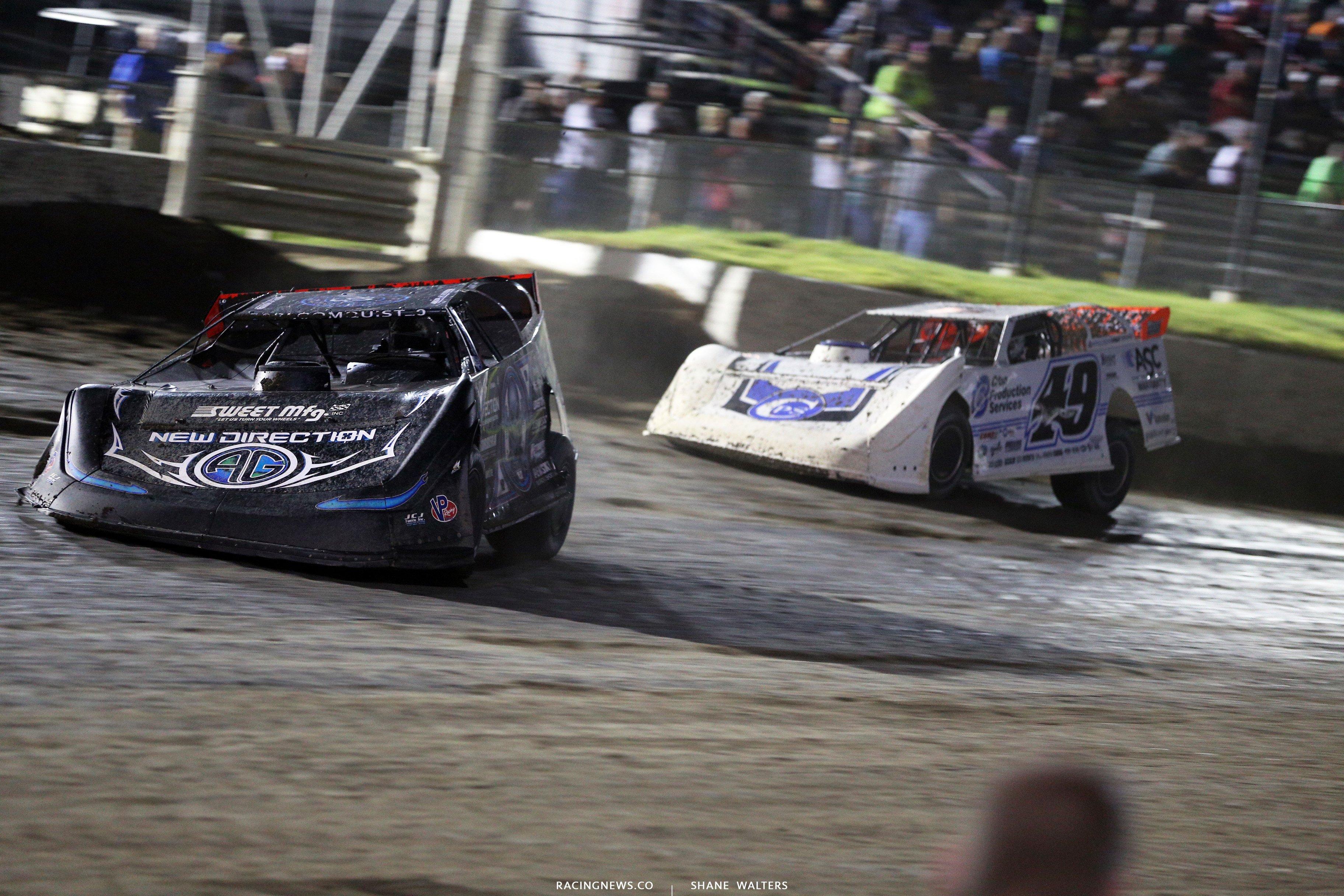 Scott Bloomquist and Jonathan Davenport at I-80 Speedway 3871