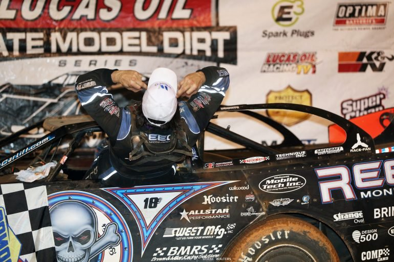 Scott Bloomquist flips the bird to the boo'ing crowd 2198