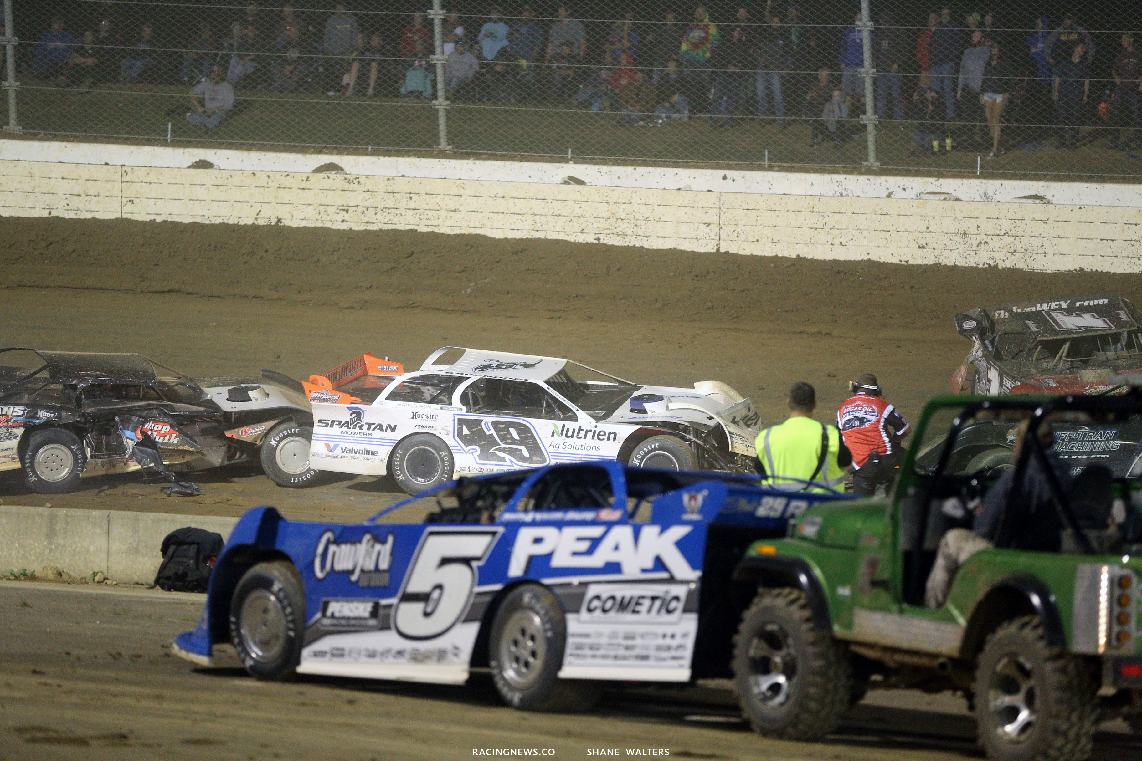 Jonathan Davenport, Chase Junghans and Earl Pearson Jr crash in the Dirt Million 6541