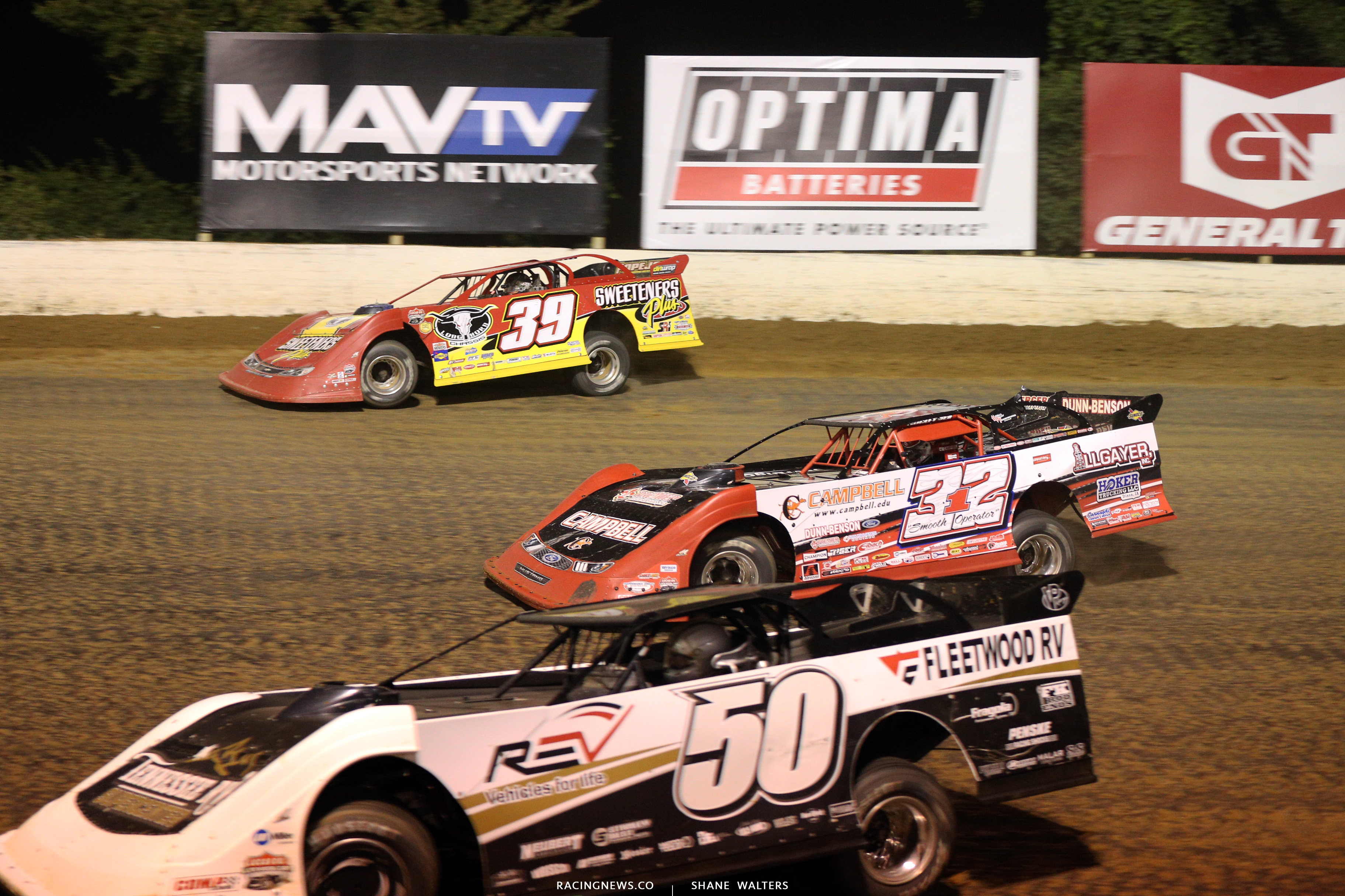 Tim McCreadie and Bobby Pierce on the final corner of the 2018 North South Shootout 5271