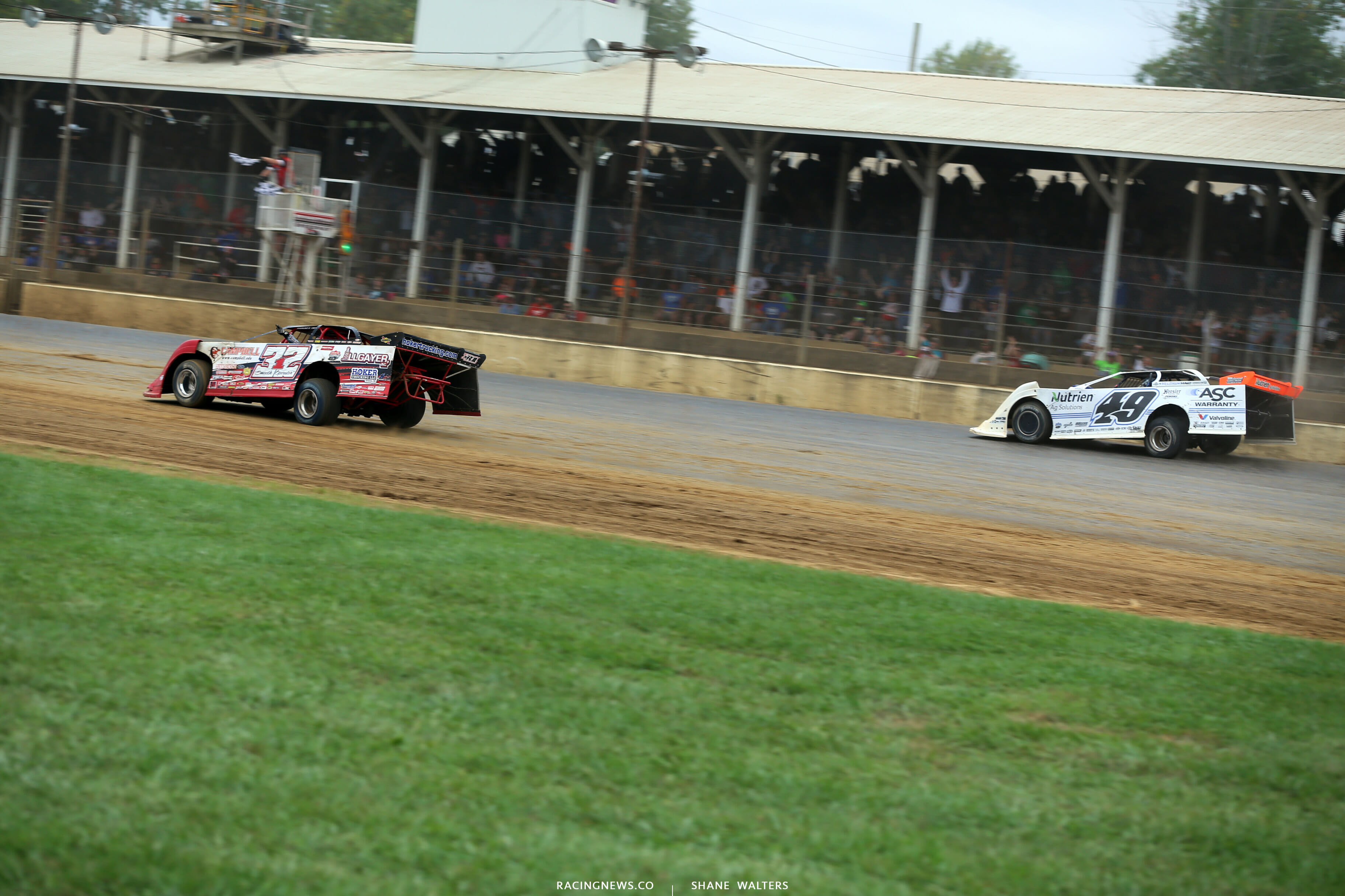 Bobby Pierce and Jonathan Davenport at the line in the Jackson 100 at Brownstown Speedway 0443