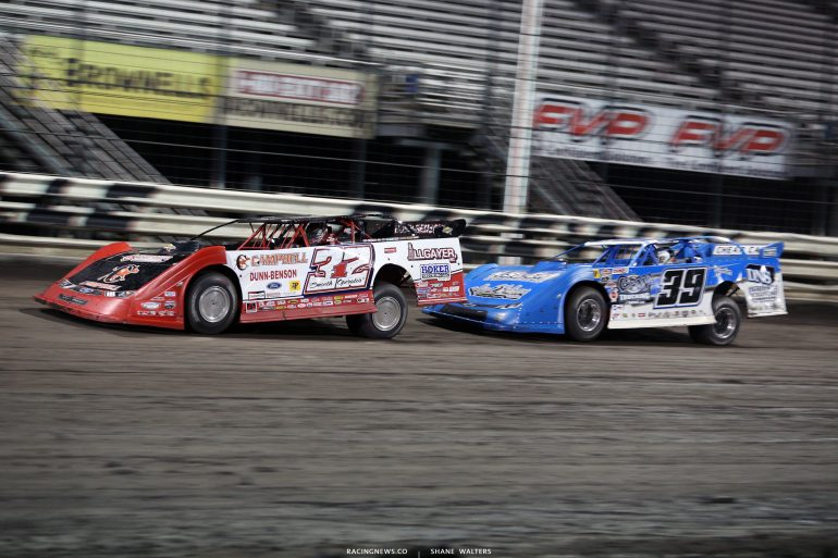 Bobby Pierce leads at Knoxville Raceway 8559