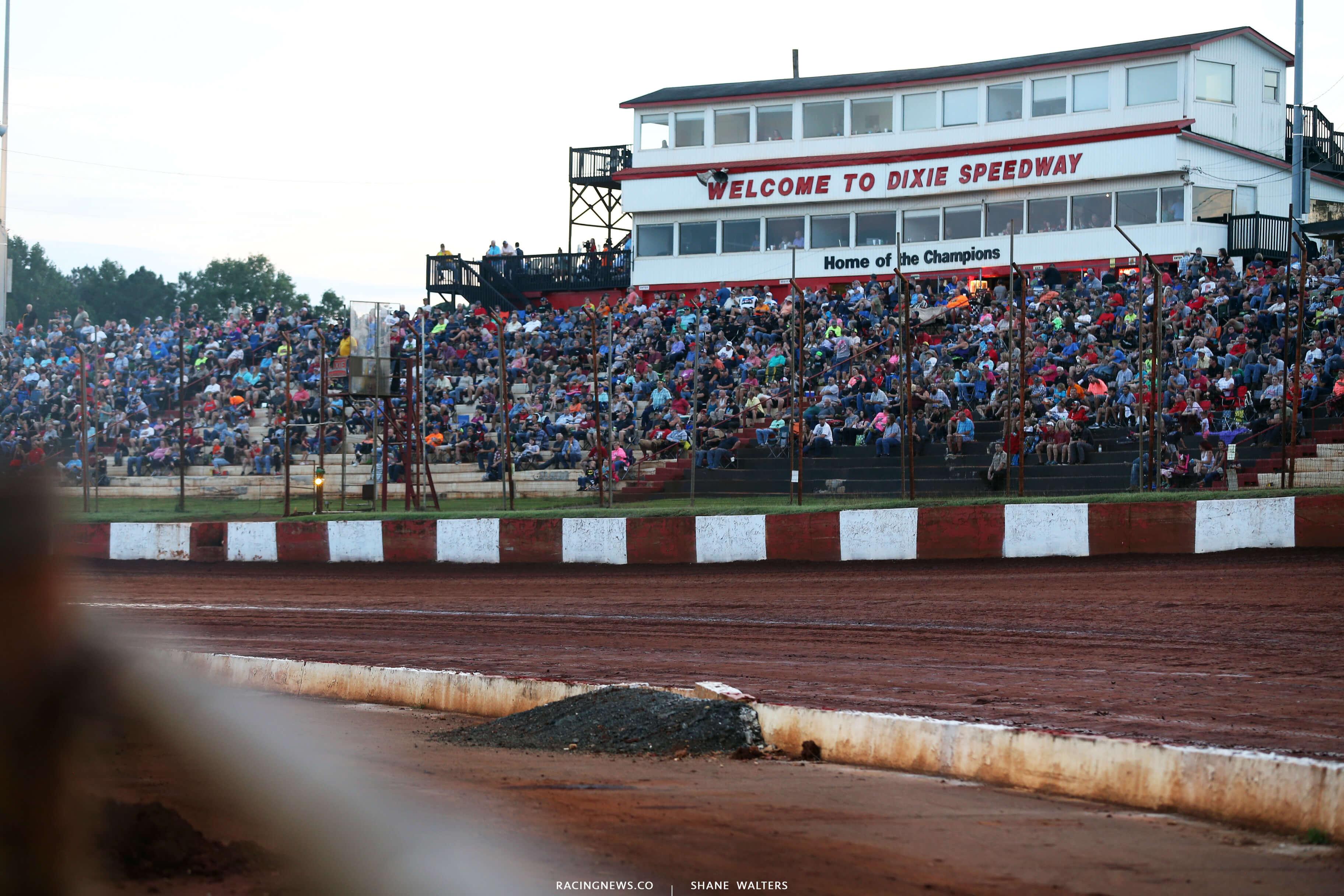 Dixie Speedway - Dirt Track 0515