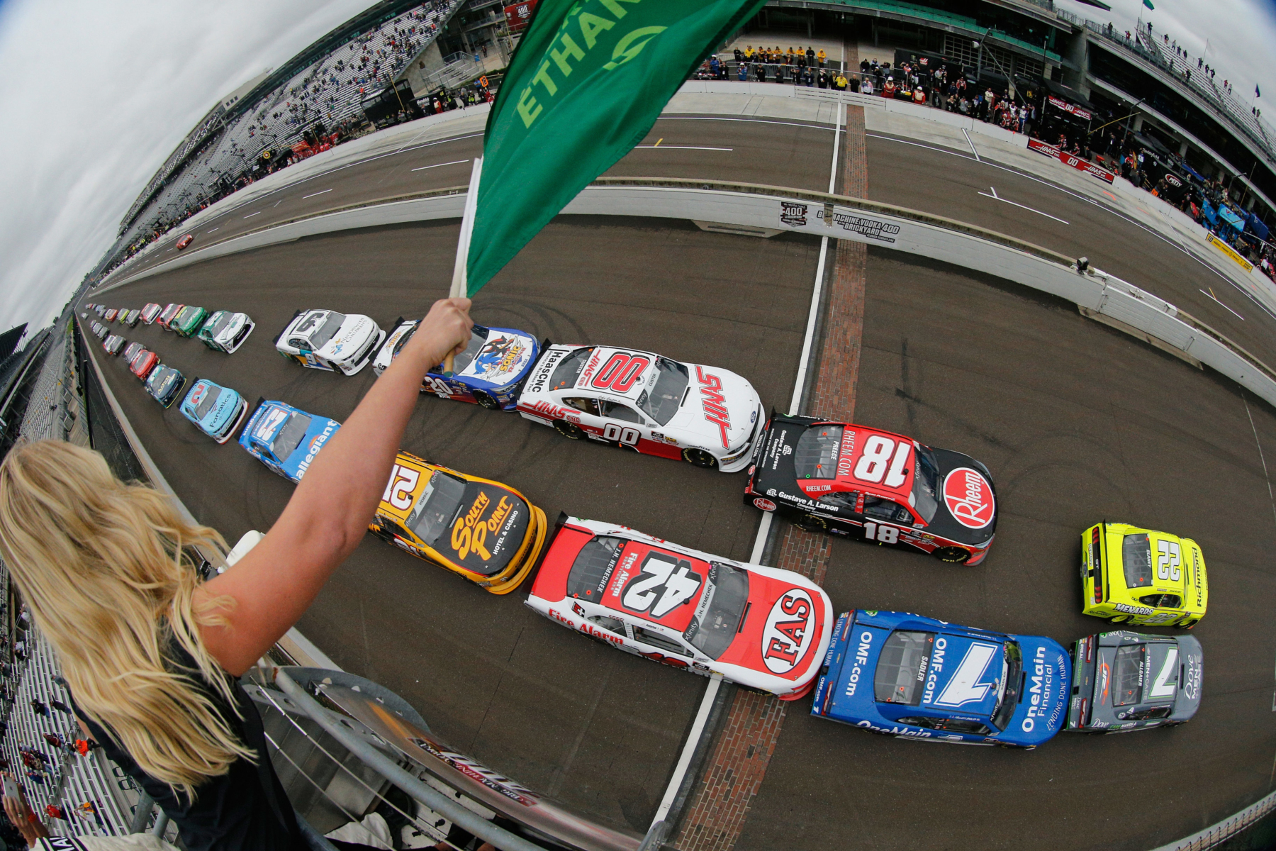 Green flag in the Indianapolis Xfinity Series race