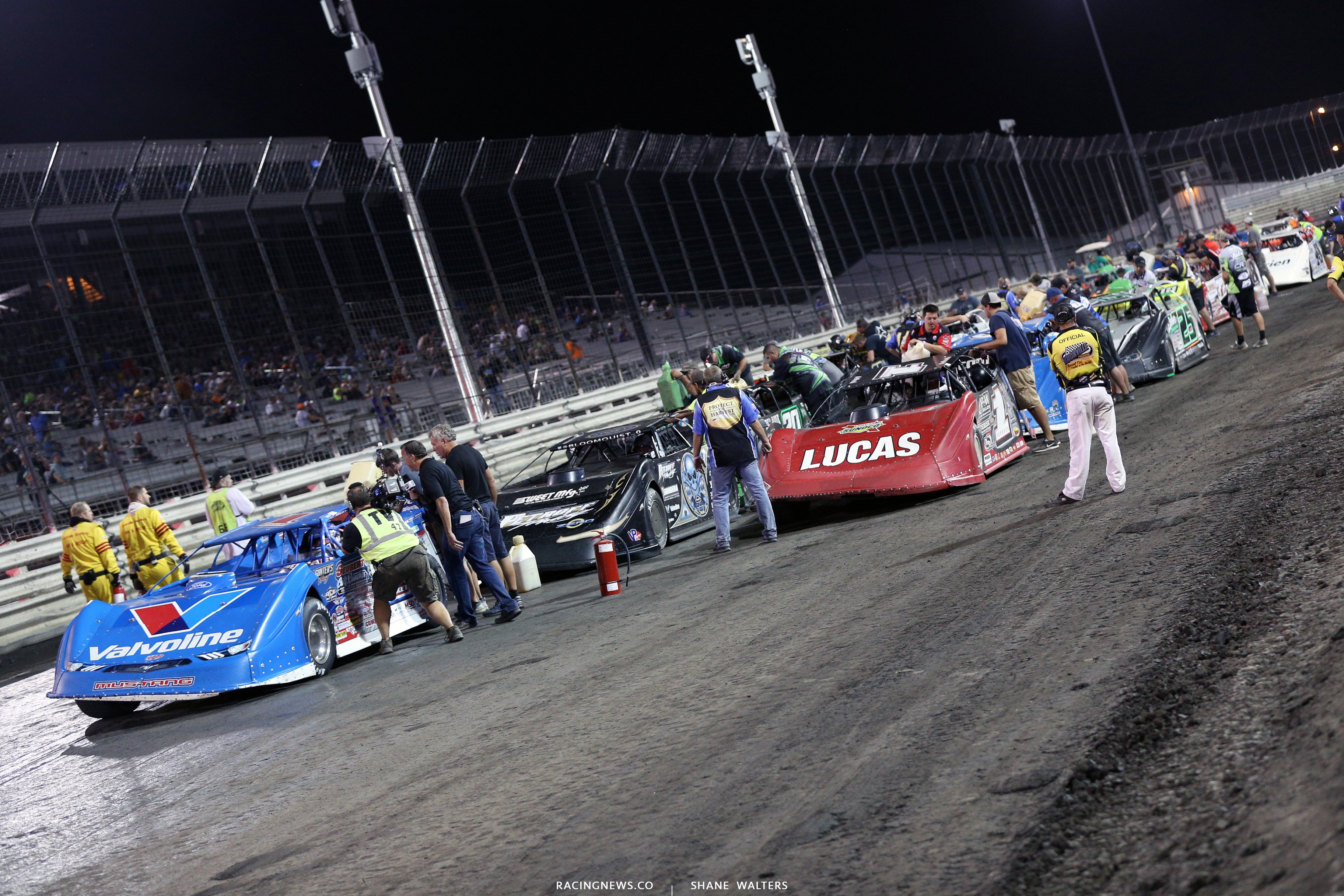 car pictures during the fuel stop in the Lucas Oil Late Model Nationals at Knoxville Raceway 9280