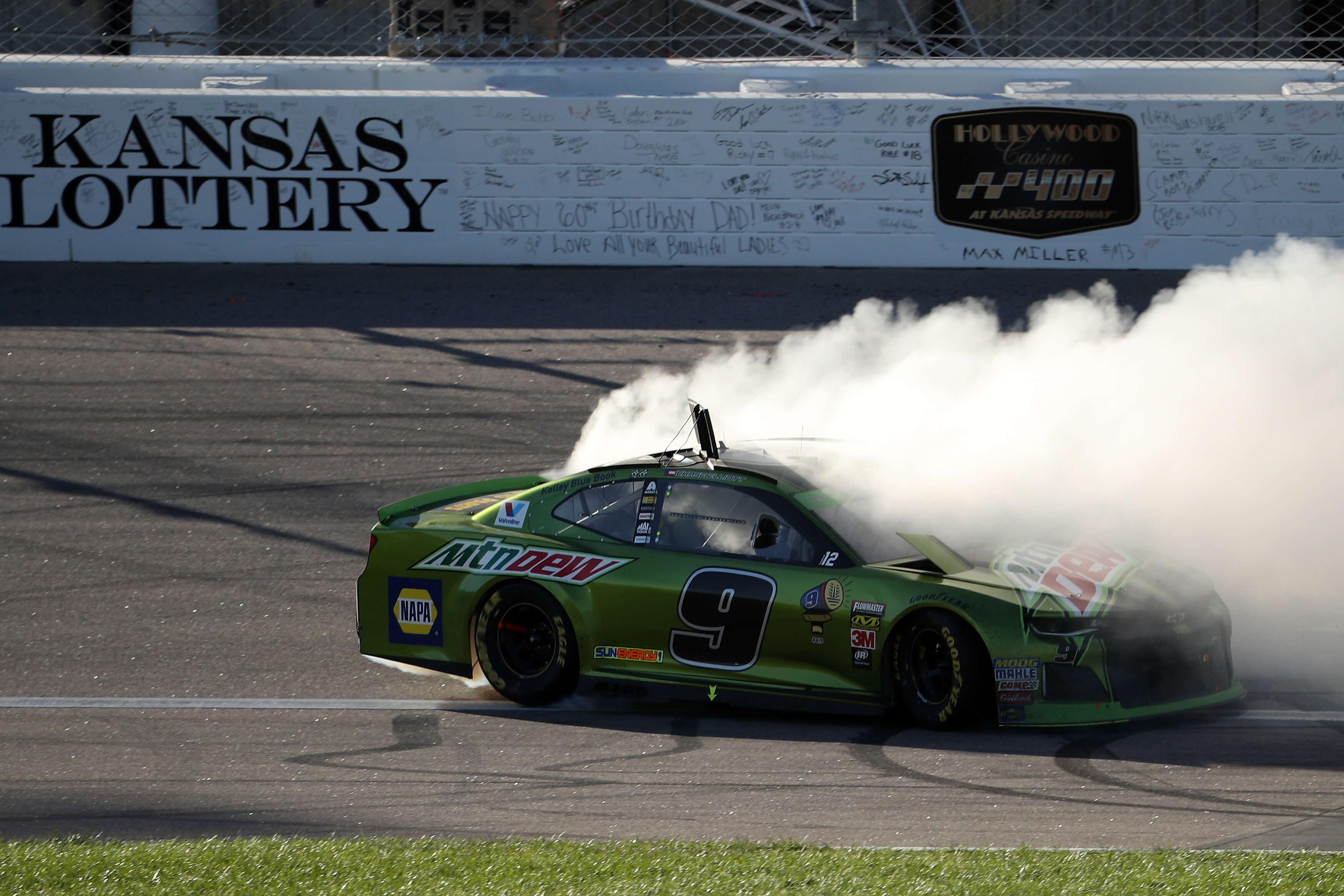 Chase Elliott wins at Kansas Speedway
