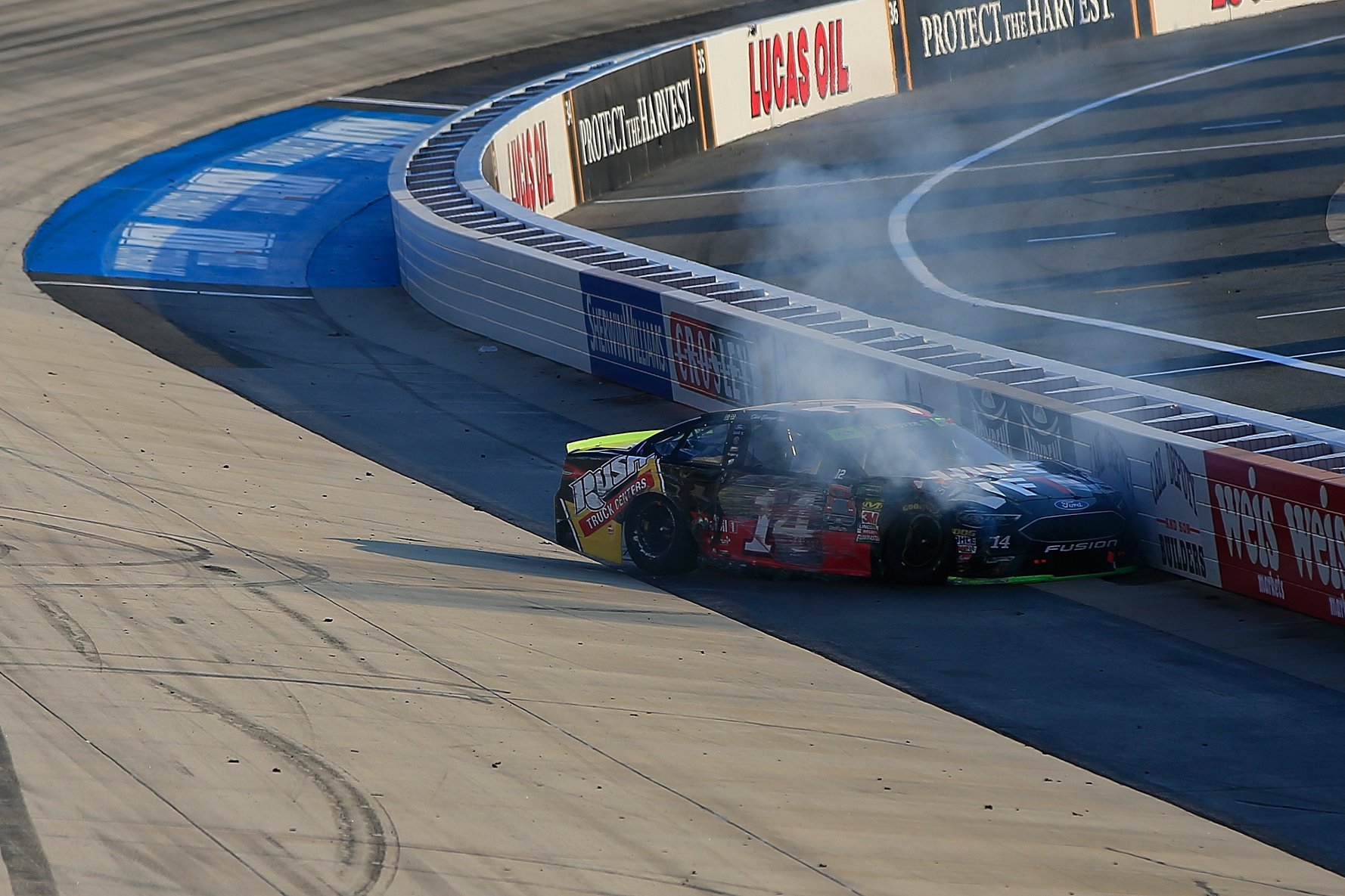 Clint Bowyer crashes at Dover International Speedway