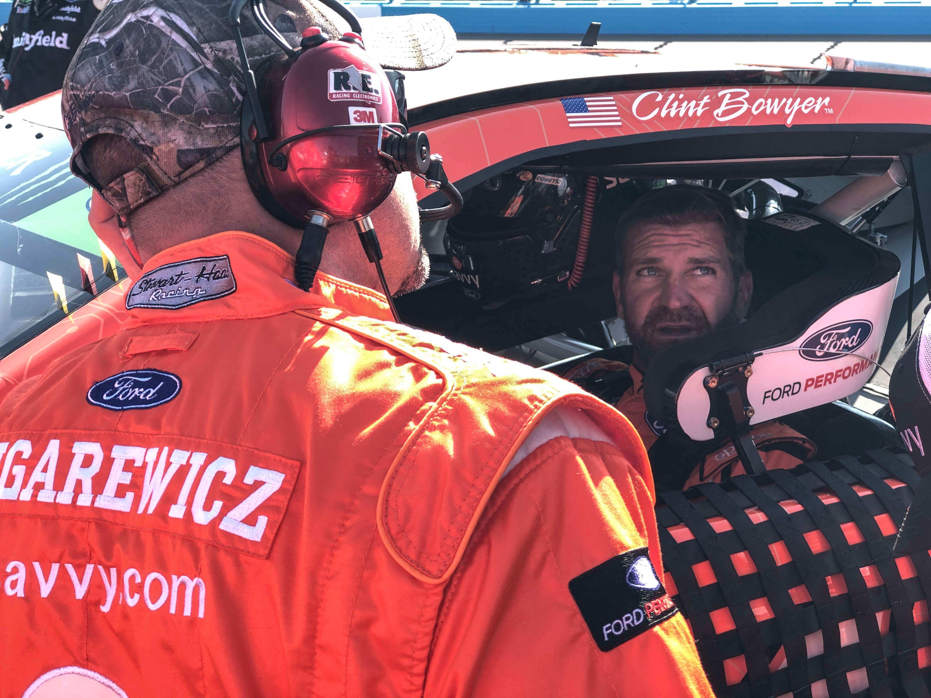 Clint Bowyer at ISM Raceway