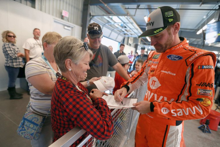 Clint Bowyer signs autographs at ISM Raceway
