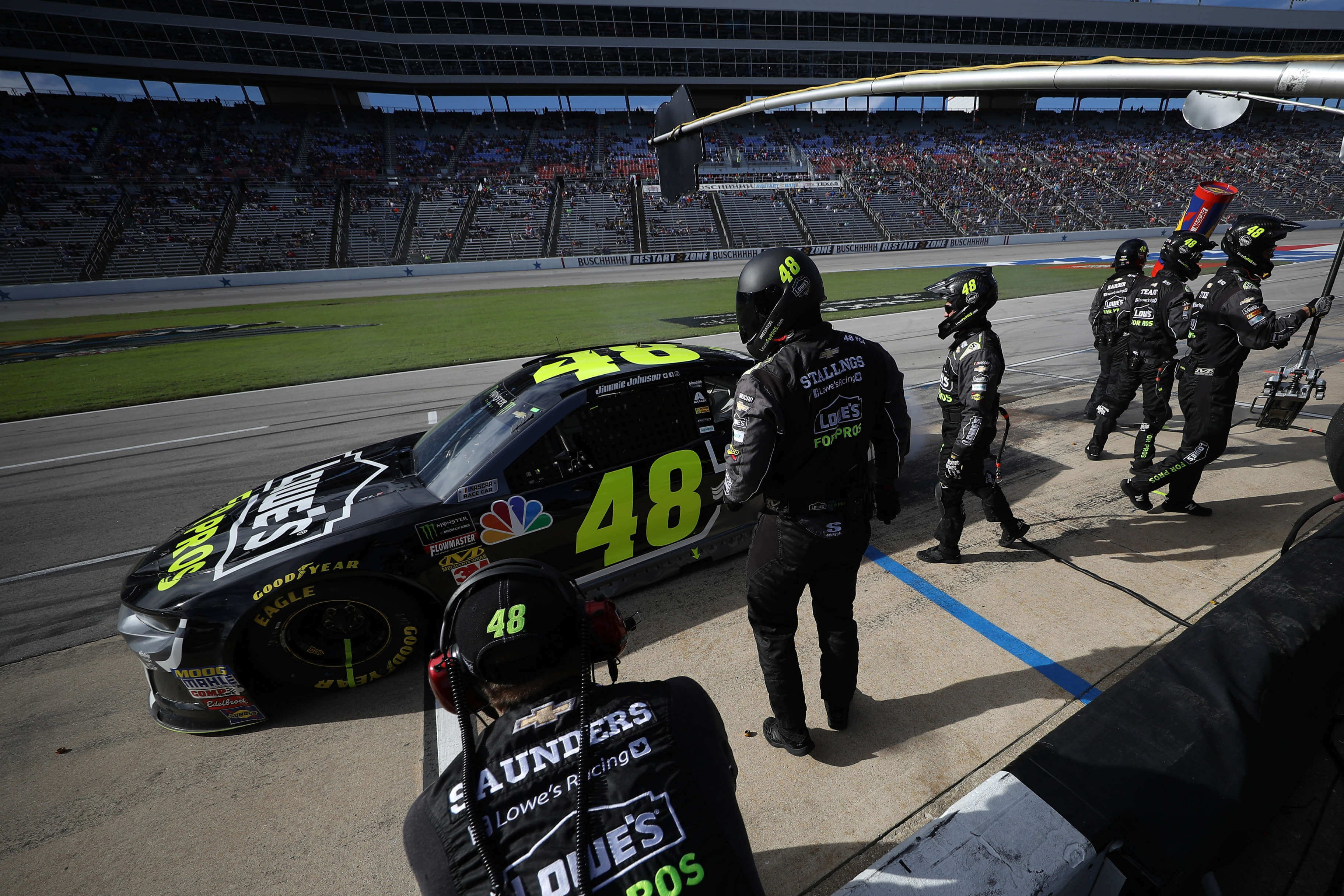 Jimmie Johnson - pit stop at Texas Motor Speedway