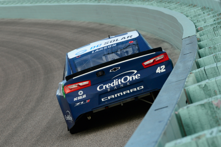 Kyle Larson, inches from the wall at Homestead-Miami Speedway - NASCAR