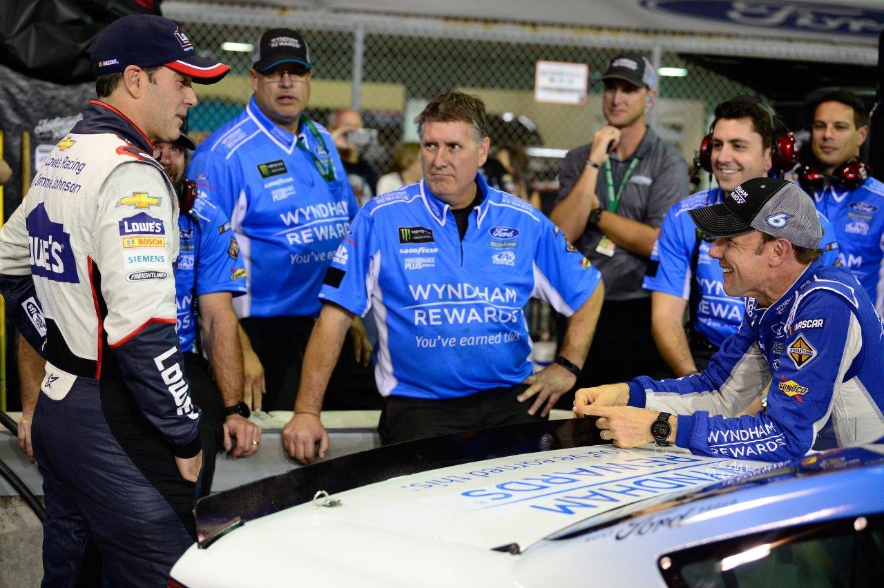 Matt Kenseth and Jimmie Johnson at Homestead-Miami Speedway
