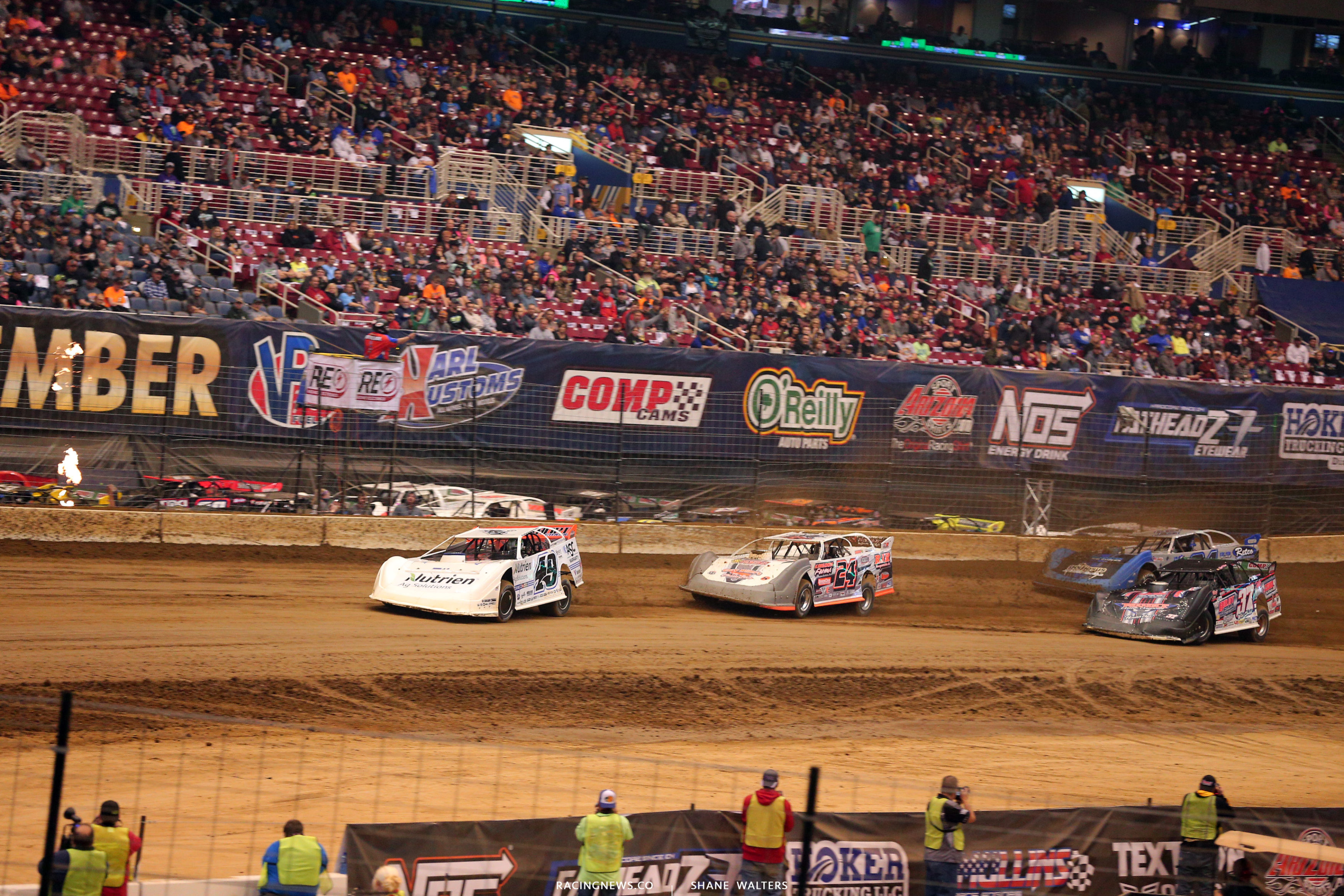 Jonathan Davenport and Ryan Unzicker in the Gateway Dirt Nationals at The  Dome in St Louis 4639