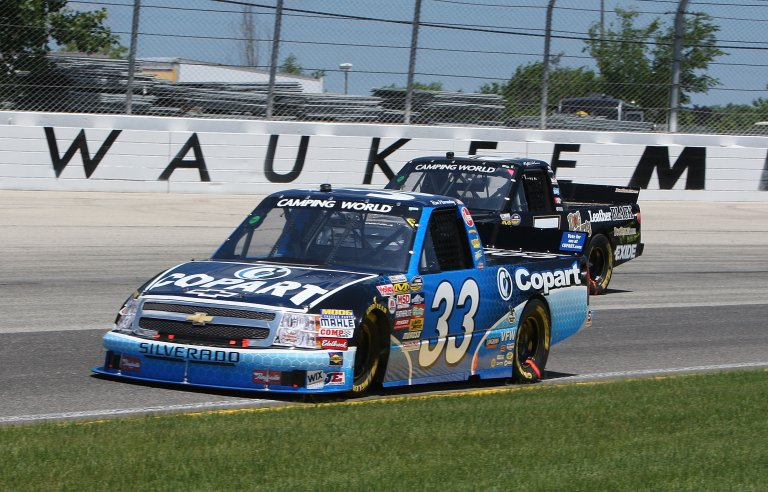 Ron Hornaday passes Mike Skinner at The Milwaukee Mile