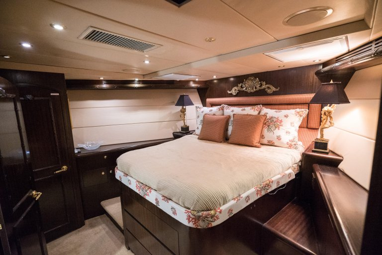 Dale Earnhardt yacht - Bedroom