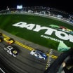 Alex Bowman and Chase Elliott lead the field to the green in Duel 2 at Daytona
