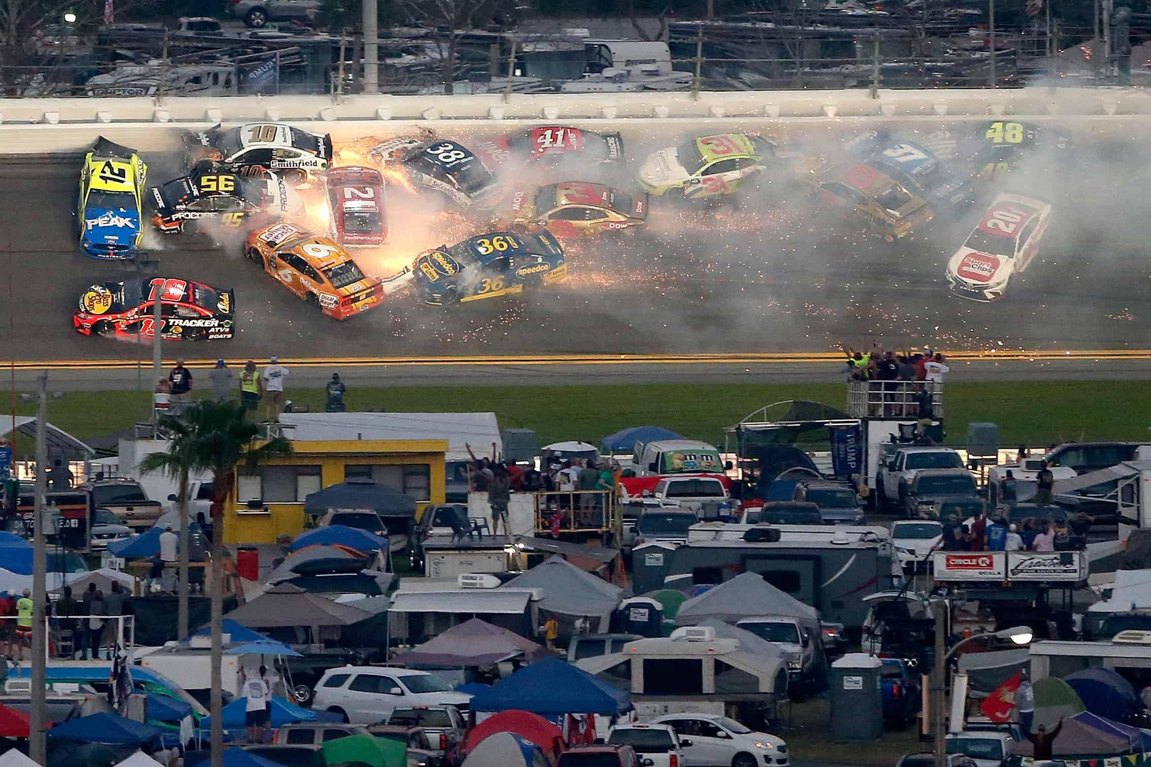 Big crash in the Daytona 500 at Daytona International Speedway - NASCAR Cup Series
