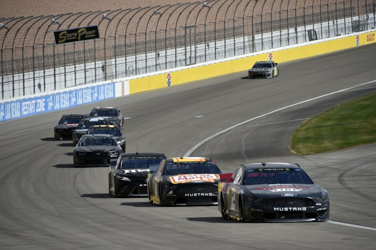 Brad Keselowski, Ryan Newman and Kyle Busch in the NASCAR test at LVMS