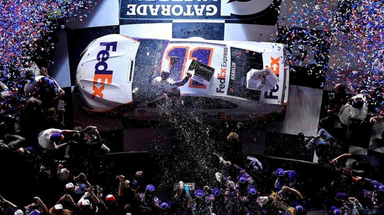 Denny Hamlin wins the 2019 Daytona 500