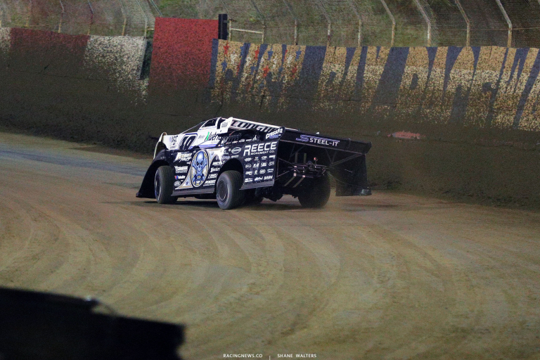 Jonathan Davenport leads Scott Bloomquist at East Bay Raceway Park - LOLMDS 8563