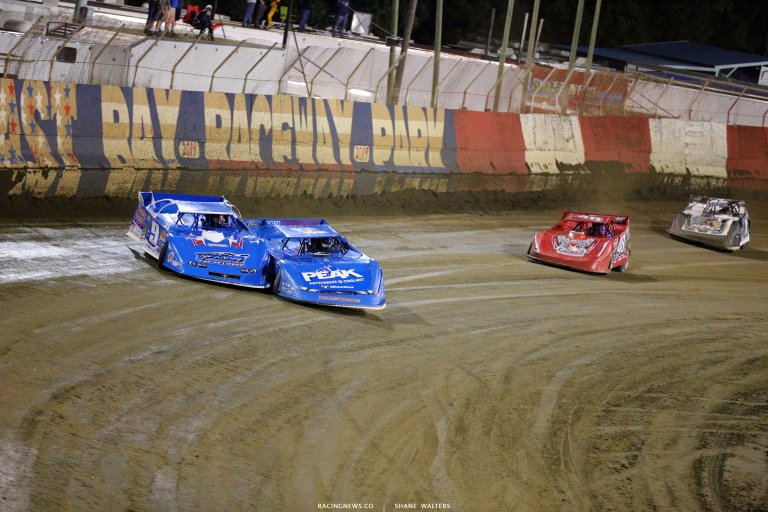 Josh Richards and Billy Moyer fight for the lead at East Bay Raceway Park 7112