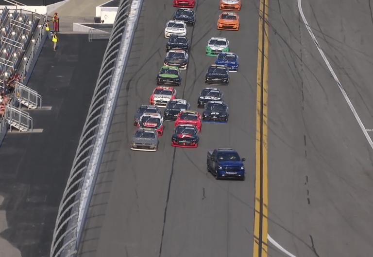 Noah Gragson three wide restart at Daytona
