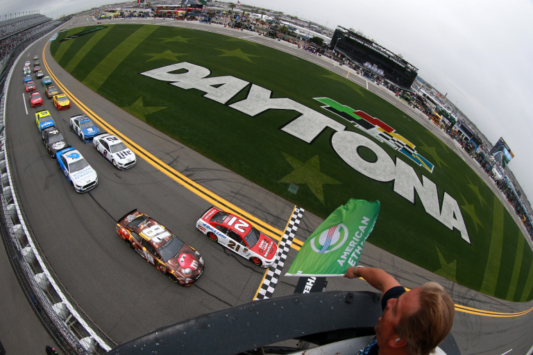 Paul Menard and Kyle Busch lead them to green in the Clash at Daytona - NASCAR Cup Series