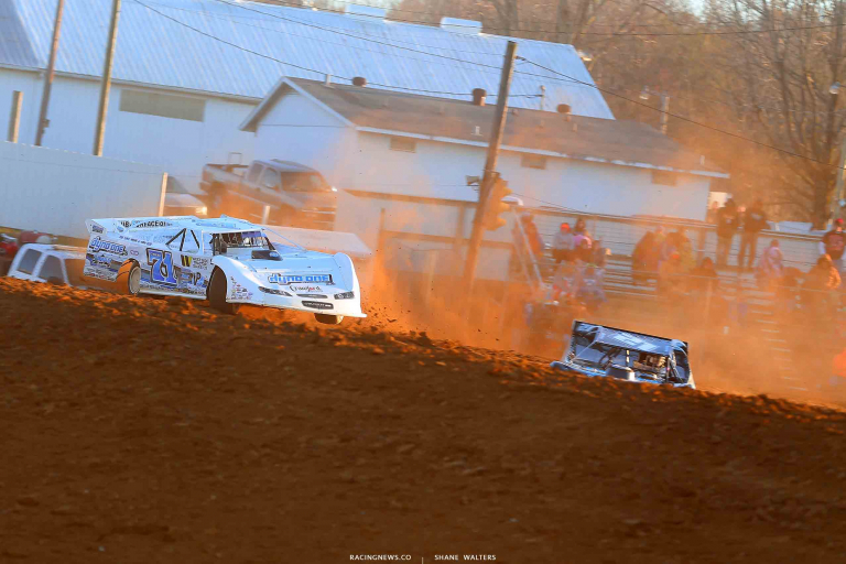Hudson O'Neal leads at Brownstown Speedway in Indiana 0673