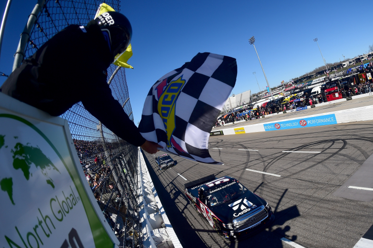 Kyle Busch wins at Martinsville Speedway