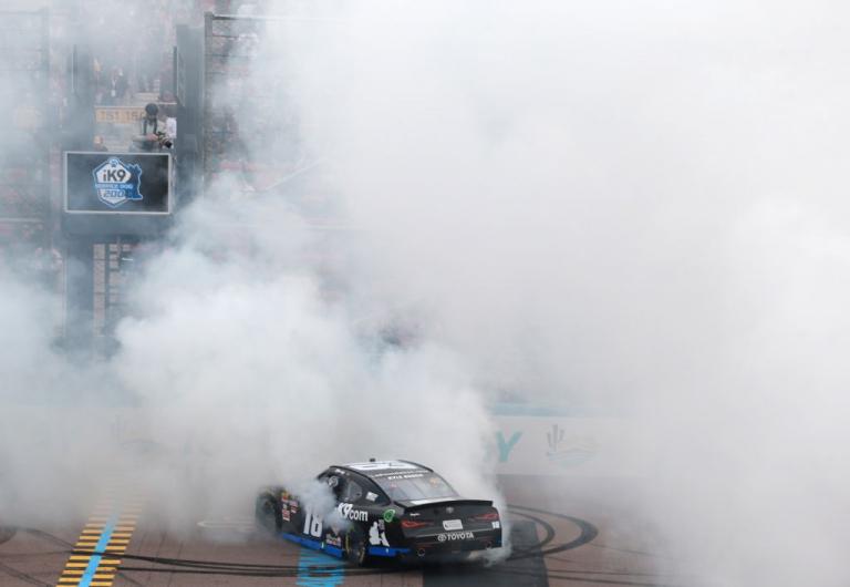 Kyle Busch wins ay ISM Raceway