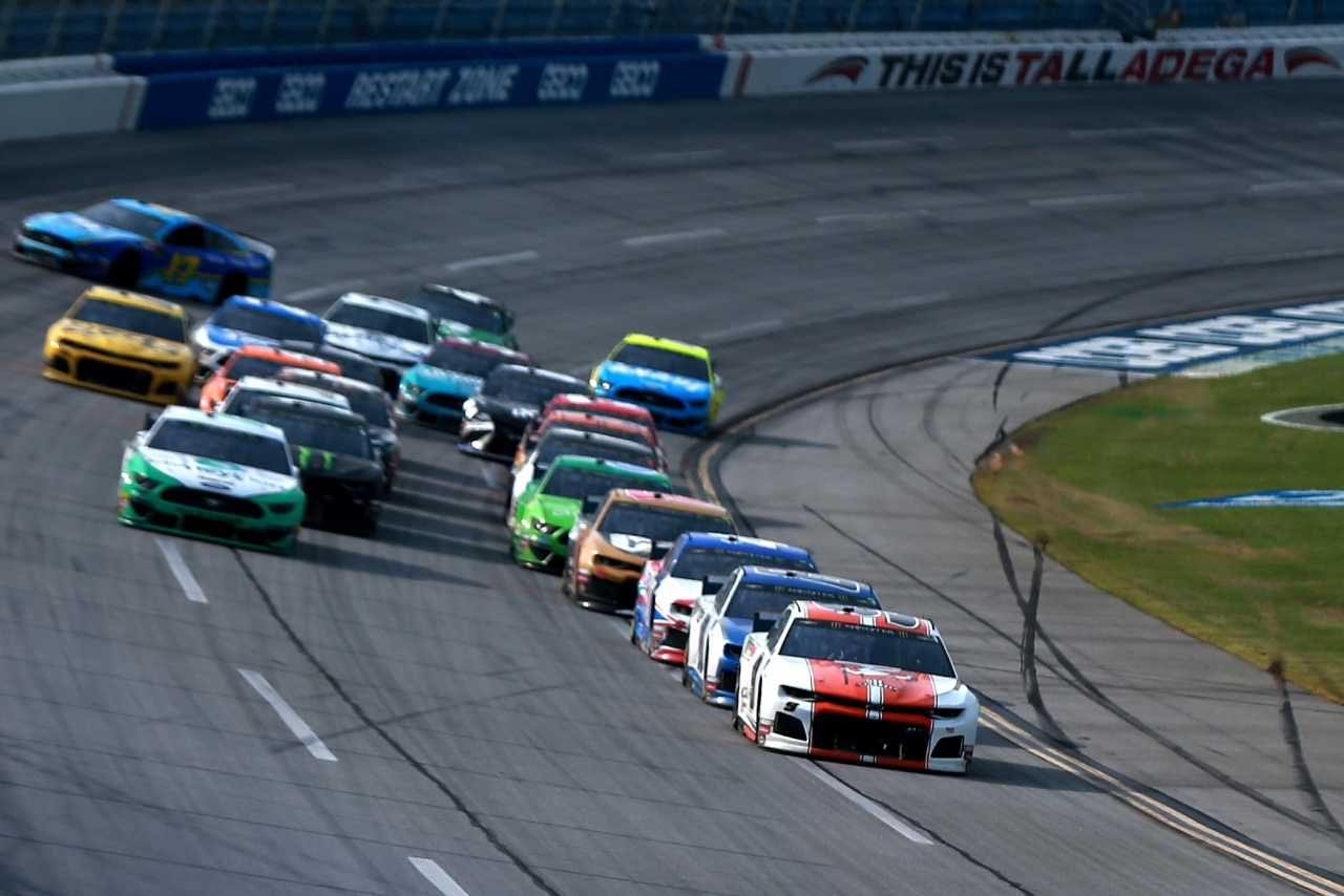 Chase Elliott leads at Talladega Superspeedway