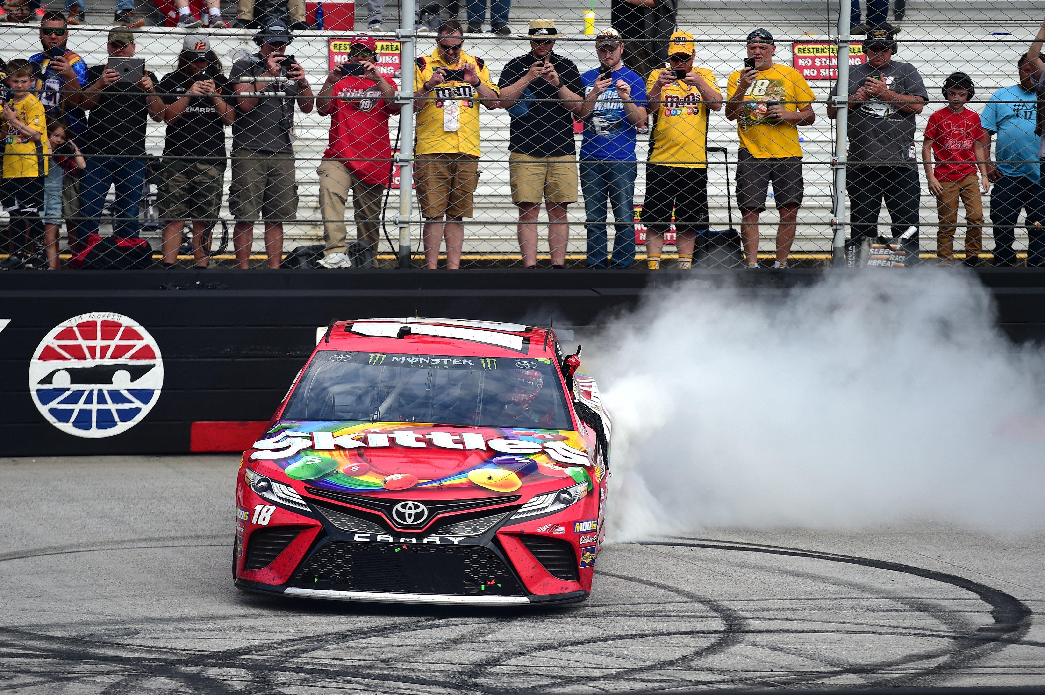 Kyle Busch wins at Bristol Motor Speedway