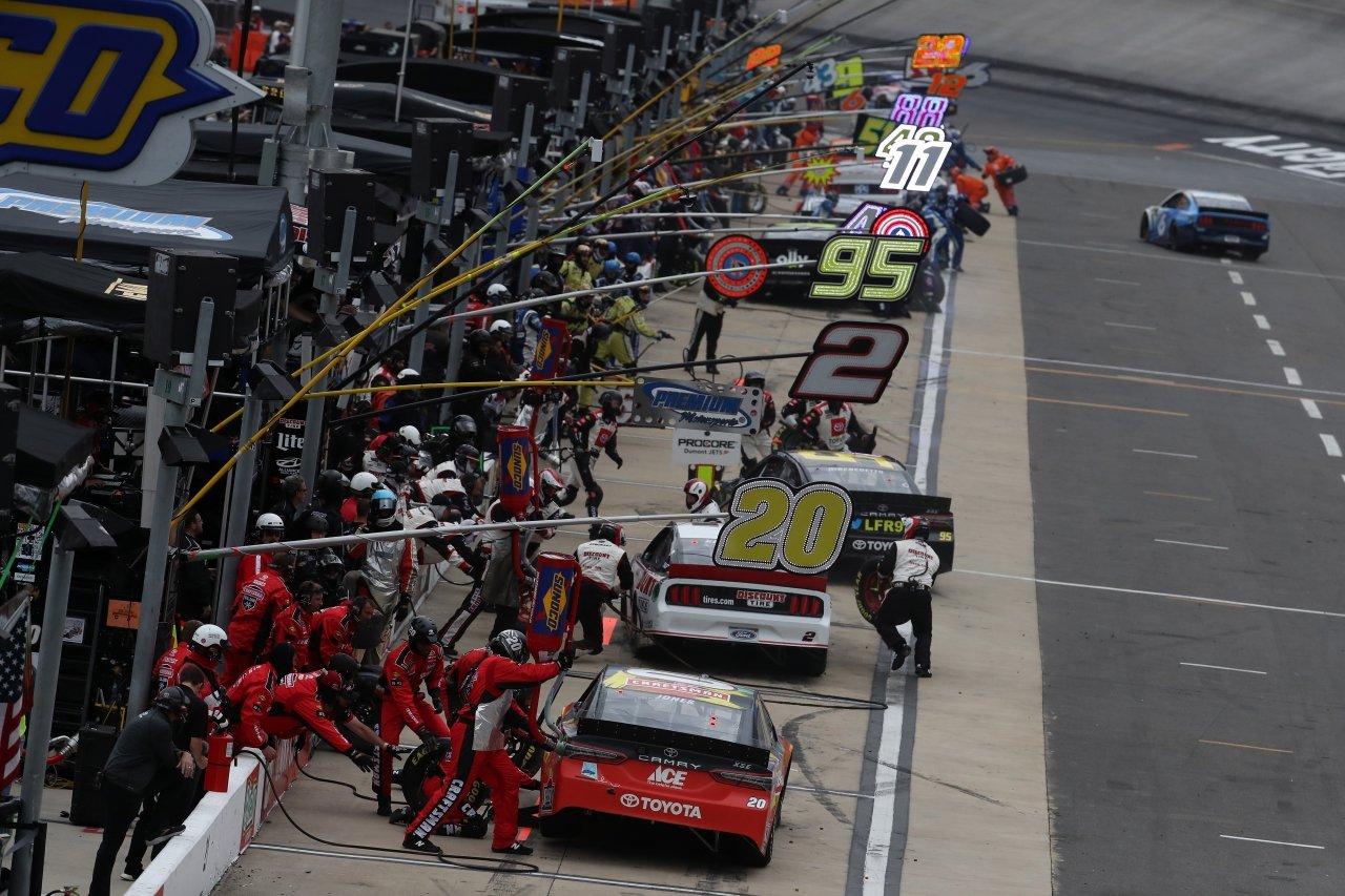 NASCAR pit stop at Bristol Motor Speedway