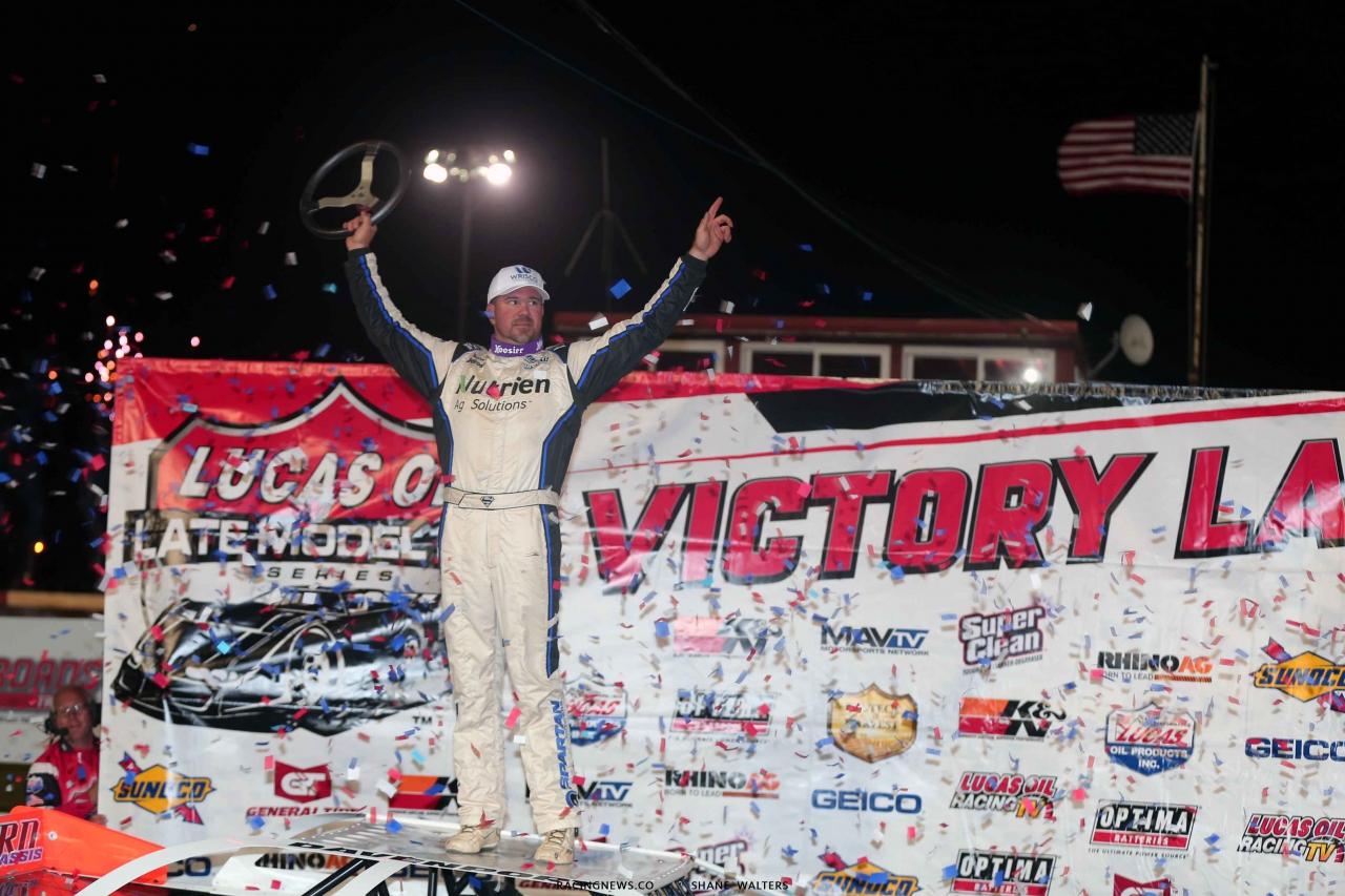 Jonathan Davenport in victory lane at 300 Raceway - Lucas Dirt 3874