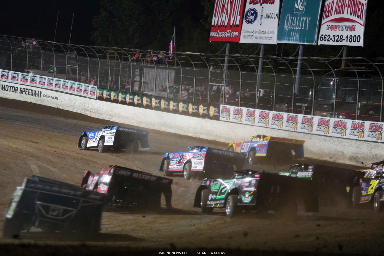 Josh Richards leads at Magnolia Motor Speedway 4371