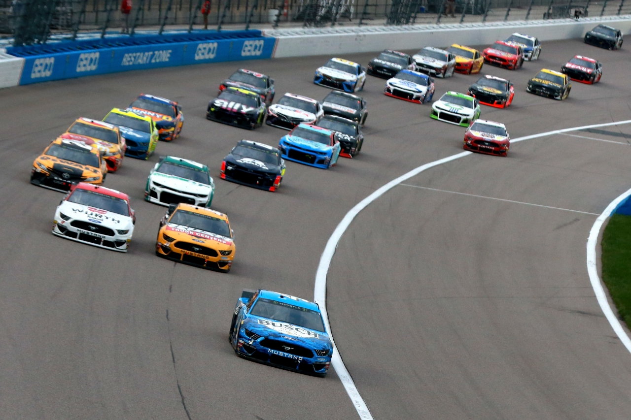 Kevin Harvick leads at Kansas Speedway