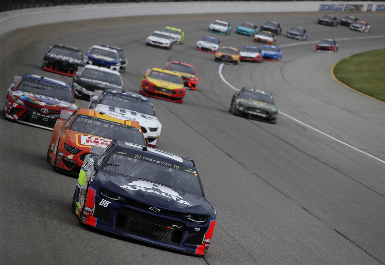 Alex Bowman leads at Chicagoland Speedway