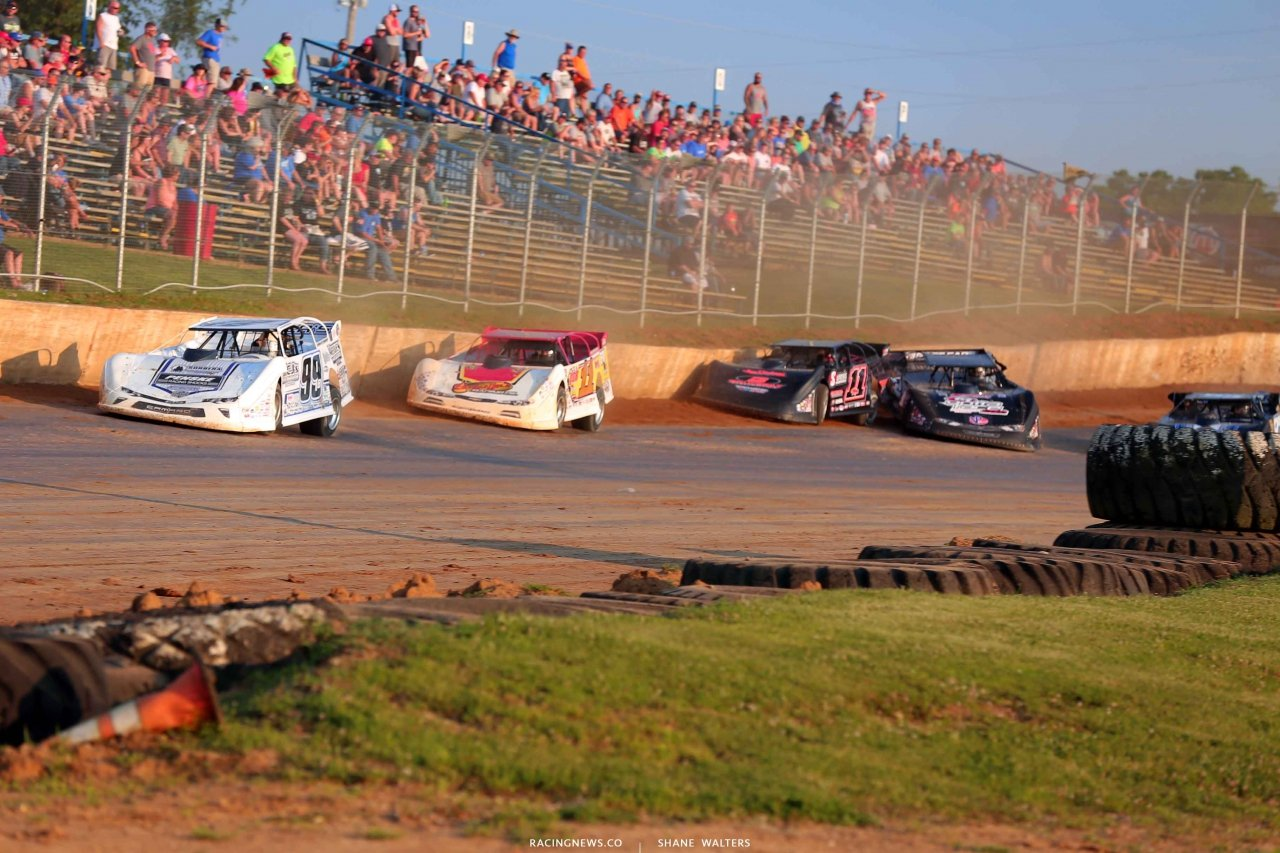 Boom Briggs leads Jared Hawkins as Darrell Lanigan gets crossed up at Florence Speedway - LOLMDS 7001