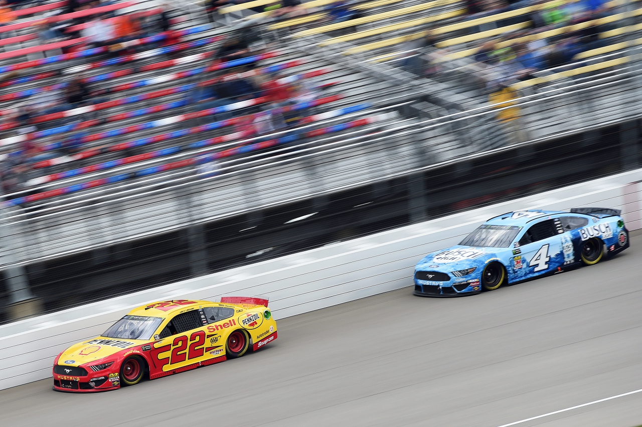 Joey Logano and Kevin Harvick at Michigan International Speedway