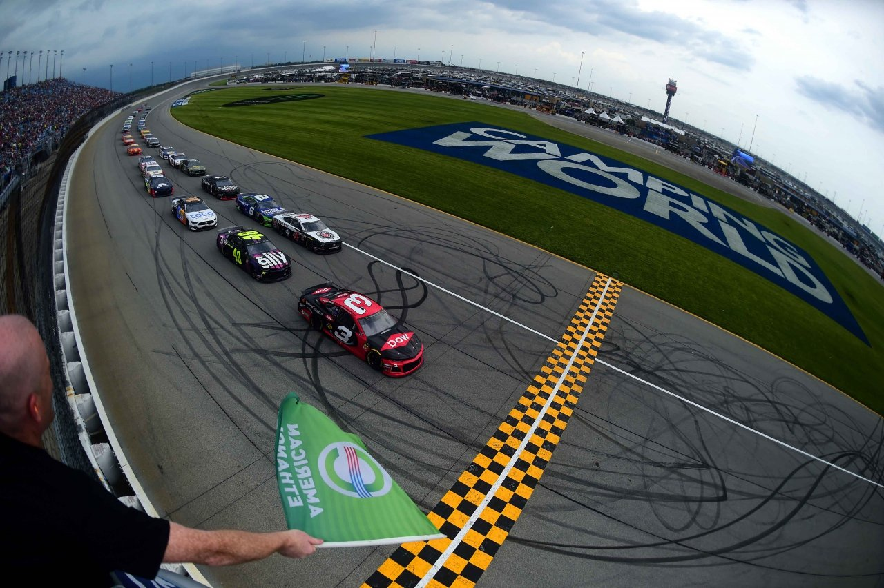 NASCAR Cup Series takes the green at Chicagoland Speedway