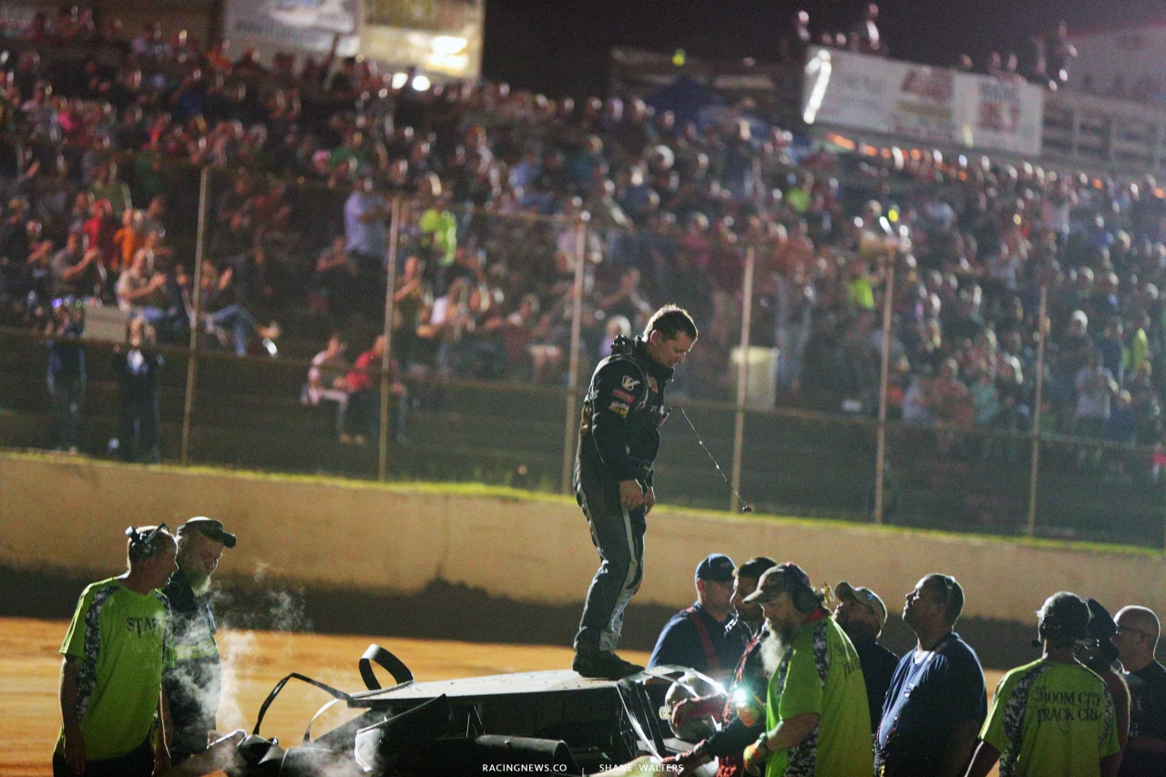 Shanon Buckingham crash at Fayetteville Motor Speedway 5261