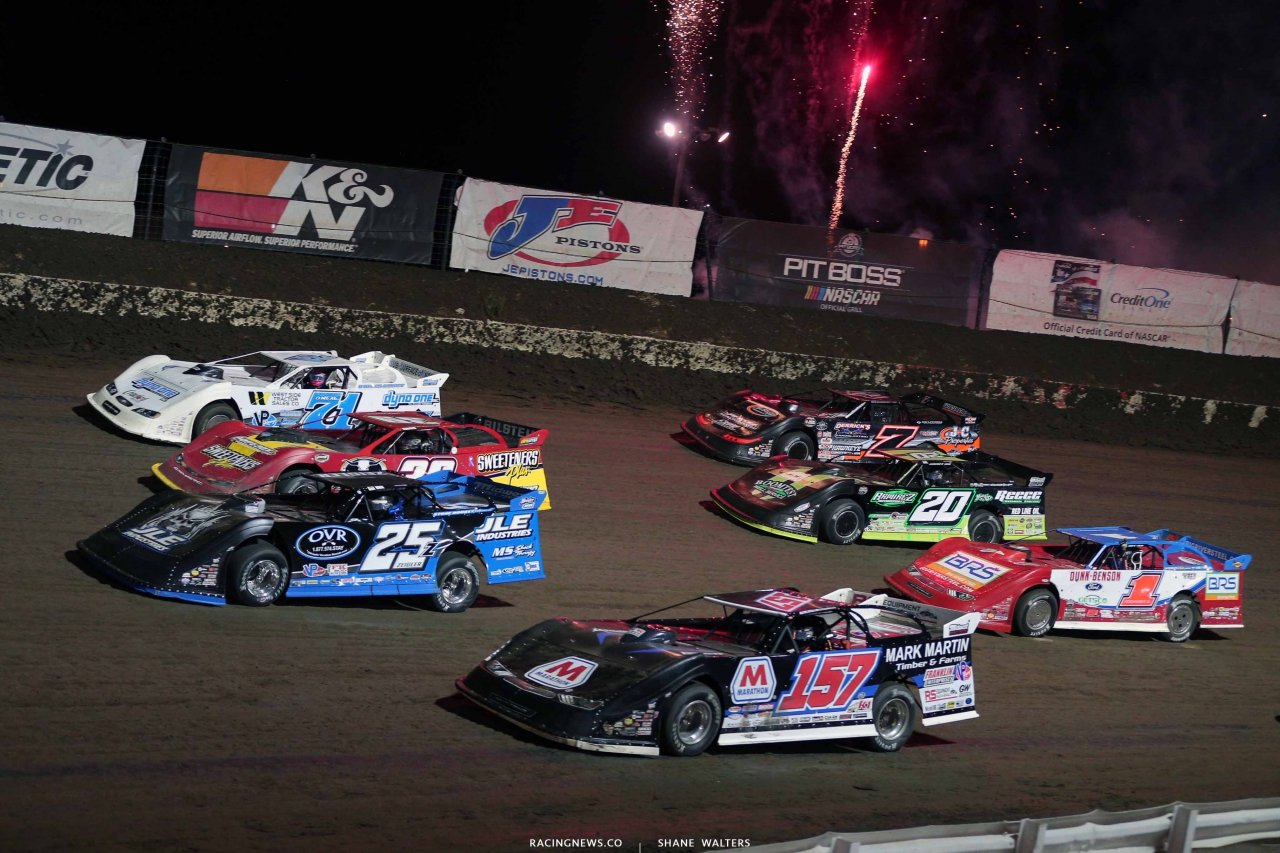 4 wide salute at I-80 Speedway - Lucas Oil Late Models 2779
