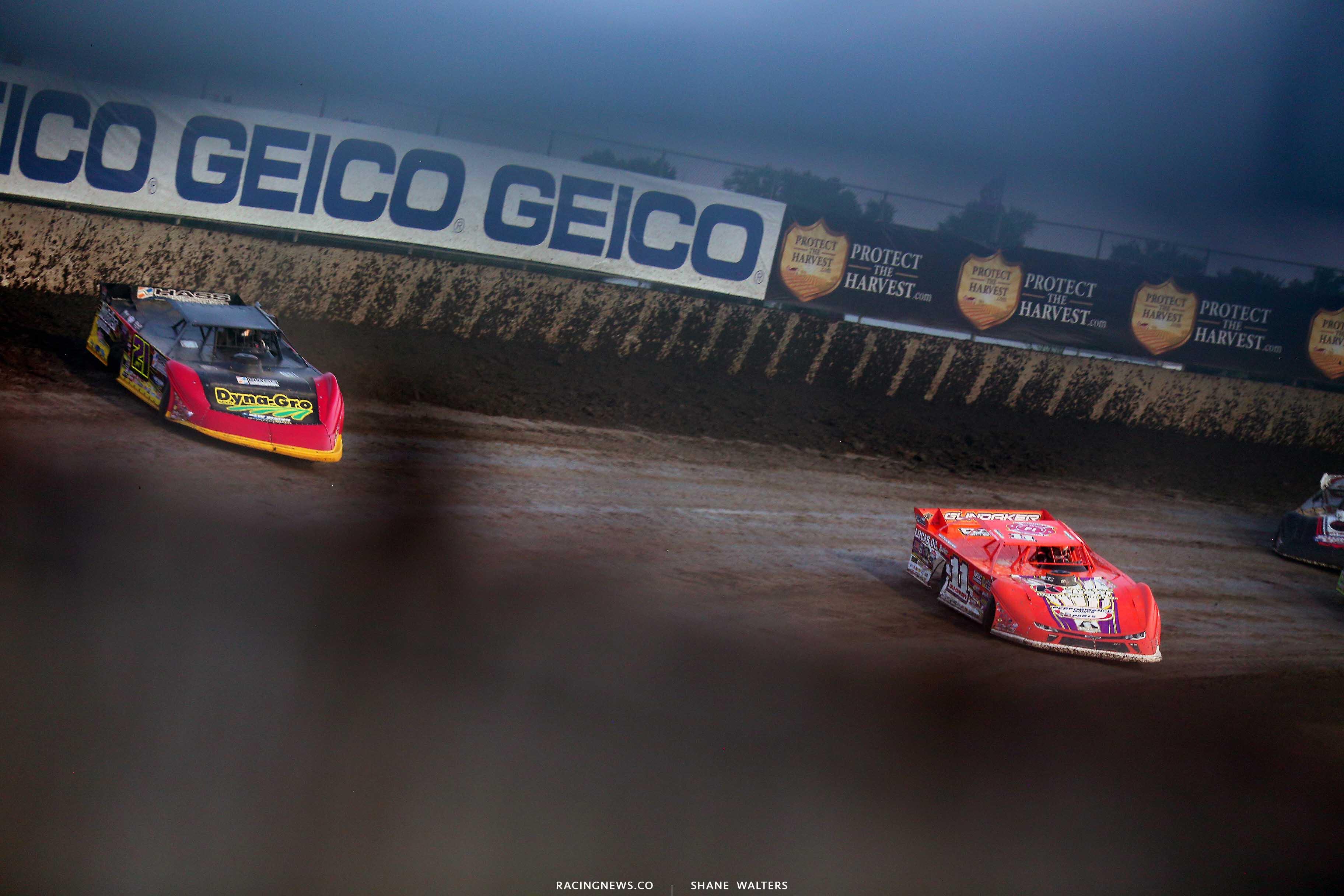 Billy Moyer Jr and Gordy Gundaker at Tri-City Speedway - Lucas Oil Series 9201