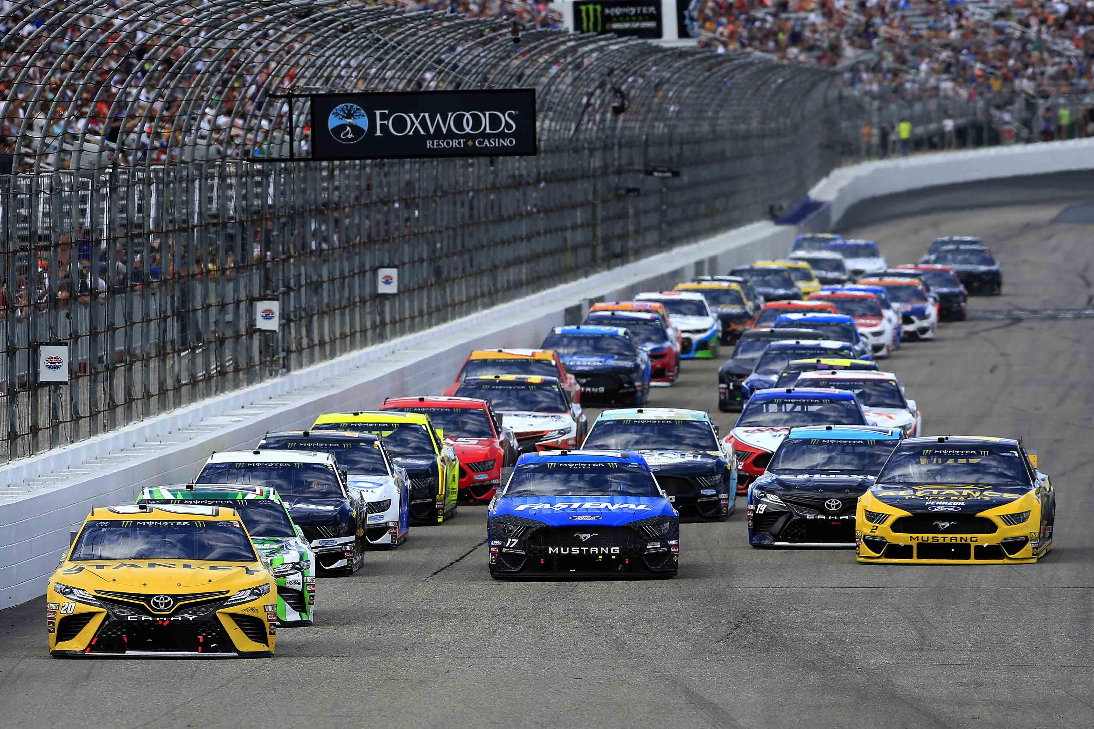 Erik Jones, Kyle Busch, Ricky Stenhouse Jr, Martin Truex Jr and Brad Keselowski at New Hampshire Motor Speedway - NASCAR Cup Series