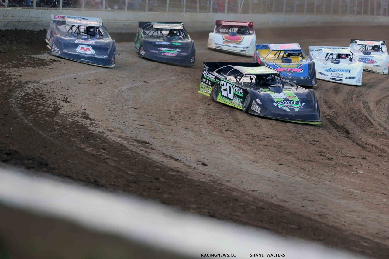 Jimmy Owens leads Mike Marlar at Portsmouth Raceway Park - Lucas Oil Dirt Series 3 7429